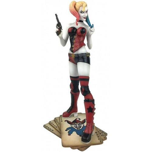 DIAMOND SELECT TOYS DC Classic Gallery: Harley Quinn PVC Diorama Figure